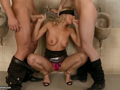 Klarisa Leone gets a double penetration in shower