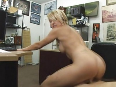 Blonde sexy babe got her pussy pounded