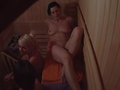 Voyeur Sauna Spy Cam Cought Girls in Public Sauna