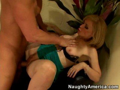 Hot mature blond Nina Hartley gives a blowjob