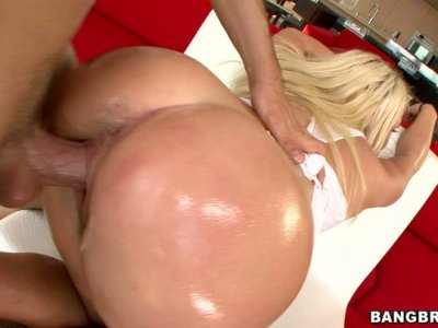 Shiny greasy booty of Sienna Splash bounces on hard dick