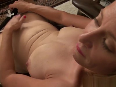 American milf Jayden lets you enjoy her butterfly labia