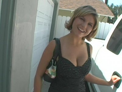 Dazzling MILF giving a head