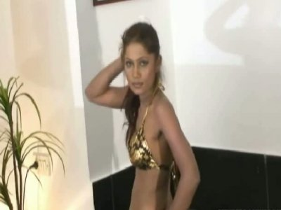 Amateur Indiand porn actress Shreya dancing seductively on cam