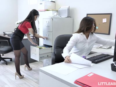Office Bitches Jade Kush, Nyomi Star And Their Horny Boss Johnny Castle