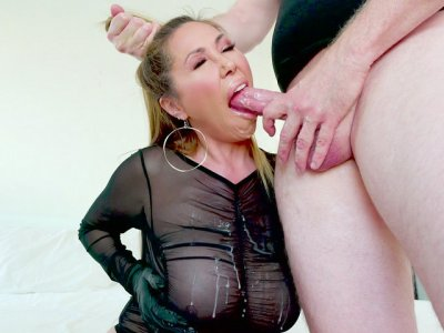 Kianna Dior orally serves the big boner