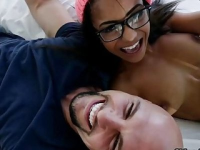 Hot ass Nicole Bexley pumped by huge hard cock on the bed