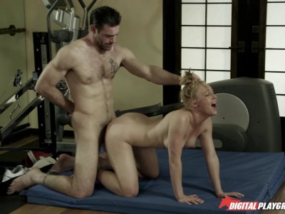 Blond bimbo gets slammed after boxing practice