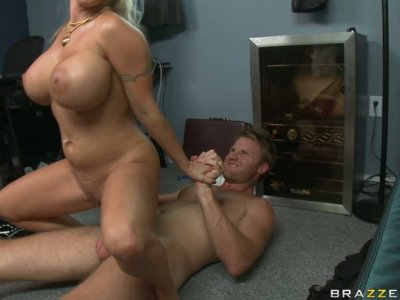 Busty trollop Holly Halston bounces on a cock like a baloon