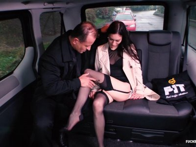 Dirty slut bangs with the taxi driver in the backseat