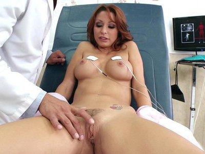 Monique Alexander gets her trimmed box fingered in the hospital