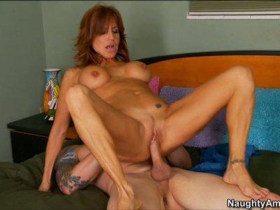 Tara Holiday enjoys pussy diver and gives blowjob