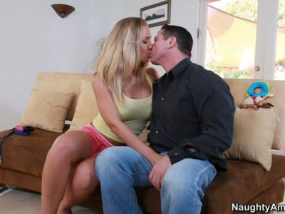 Charming blonde babe Nicole Aniston cheers up her man by steamy blowjob
